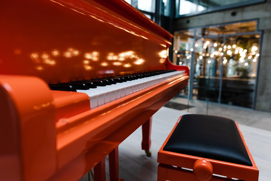 Praga_Studios_piano and Spojka restaurant_by_Tomas_Hejzlar