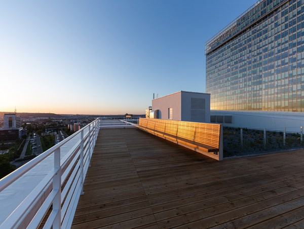 Velkorysá terasa origo