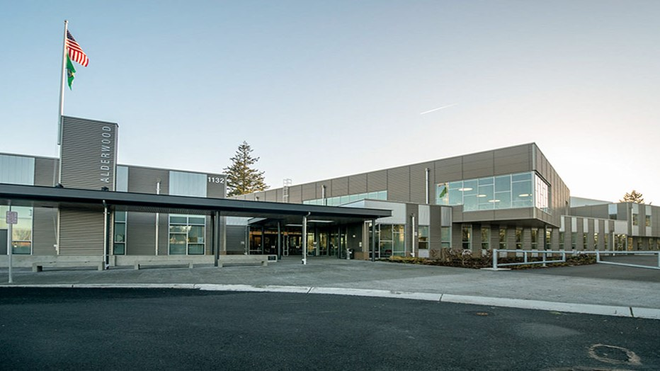 Edmonds School District needed a new middle school built on a shared site with an elementary school that would remain open during construction. Conscious of the need to minimize disruption, Skanska provided critical guidance to the project team to ensure the design incorporated existing systems and was phased to eliminate impacts to the neighboring elementary school.