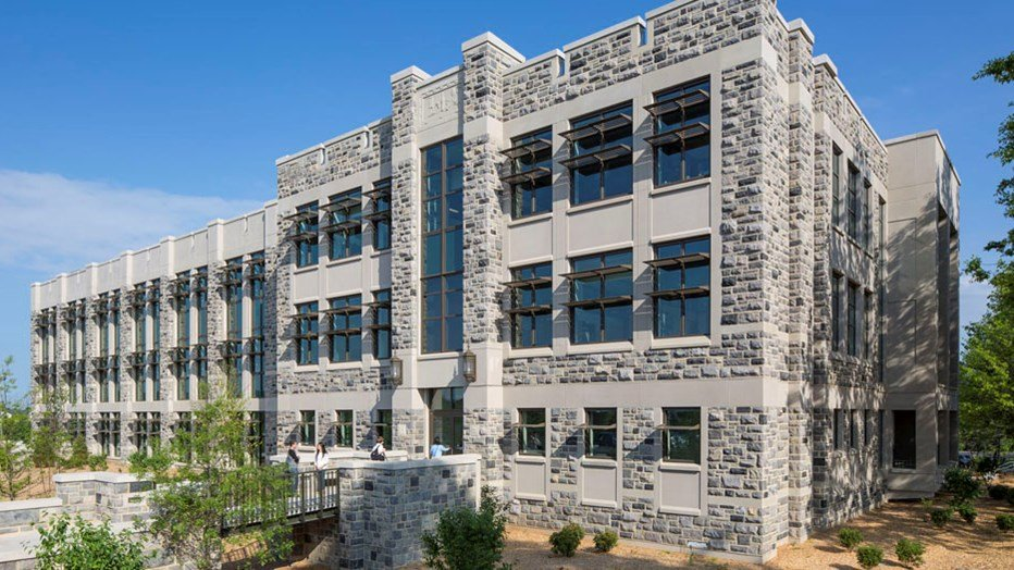 Virginia Tech wanted a building to allow researchers and students from multiple disciplines to collaborate on issues ranging from fermentation and food safety to bioprocessing and biofuels. Skanska and Virginia Tech partnered to create a facility where interactive relationships now allow the College of Agriculture and Life Sciences to expand its scientific reach to address critical issues concerning agriculture, food security, human health, energy and climate change.